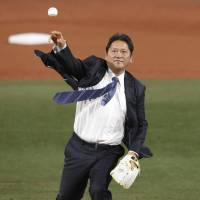 Former BayStars and Seattle Mariners closer Kazuhiro 'Daimajin' Sasaki throws out the ceremonial first pitch before Game 3. | KYODO