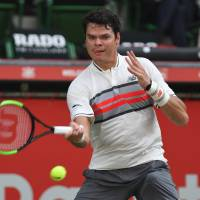 Raonic dispatches Troicki in straight sets in return