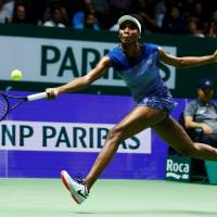 Venus Williams advances to WTA Finals semifinals