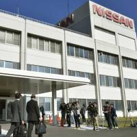 Transport ministry officials arrive at a Nissan Motor Co. plant in Kanda, Fukuoka Prefecture, on Wednesday to assess measures proposed by the scandal-hit automaker to ensure that inspections are conducted by certified workers. | KYODO