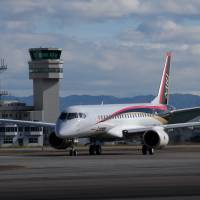 A Mitsubishi Regional Jet touches down at Nagoya Airport in Aichi Prefecture in 2015. | BLOOMBERG
