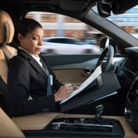 This file handout picture provided by Swedish carmaker Volvo taken in 2016 shows a woman reading inside a so-called autonomous driving (AD) car. Swedish carmaker Volvo Cars said Monday it has signed an agreement to supply 'tens of thousands' of self-driving cars to the ride-sharing company Uber, which has been hit by a series of controversies.   VOLVO / HANDOUT / VIA AFP-JIJI