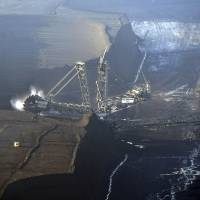 Coal returns as flashpoint in global climate-change fight