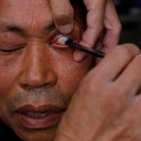 Chinese barber deftly wields straight razor to give customers eyelid shaves