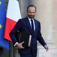 French Prime Minister Edouard Philippe leaves the Elysee Palace in Paris after the weekly Cabinet meeting Wednesday. In a memo to ministers the day before, he banned gender-inclusive writing.   AFP-JIJI