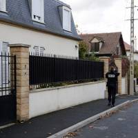 French police officer kills three before committing suicide amid suspected row with girlfriend