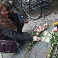 Pendant leads far-flung kin to meet in Frankfurt to mourn Jewish girl and family killed in Holocaust