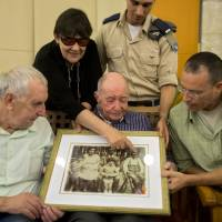 Holocaust survivor, 102, meets in Israel with newly discovered nephew