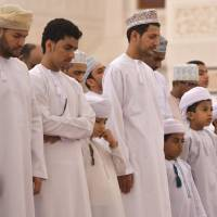 Omani worshippers pray at Muscat's Sayyida Mazoon Mosque on Oct. 31. | AFP-JIJI