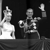Britain's Queen Elizabeth II and Prince Philip, Duke of Edinburgh, wave to supporters in 1953 from the balcony at Buckingham Palace, following her coronation at Westminster Abbey. London. | AP