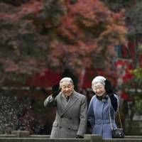 Emperor Akihito and Empress Michiko visit Inokashira Park in western Tokyo, Wednesday. The government looks likely to choose April 30, 2019, as the date for the Emperor's abdication. | KYODO