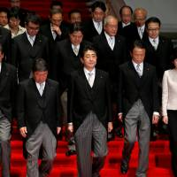 Abe will propose a bold ¥2 trillion economic spending package in early December
