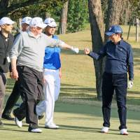 Alone in the bunker: Trump apparently unaware of Abe's sand trap tumble