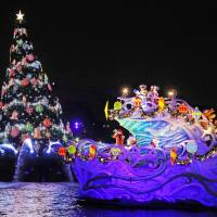 A female employee of Oriental Land Co. who performed at Tokyo Disneyland was awarded compensation for developing a pain disorder due to the weight of the heavy costumes, the company said Wednesday. | KYODO