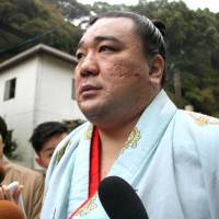 Yokozuna Harumafuji involved in drunken assault on fellow wrestler, stablemaster admits