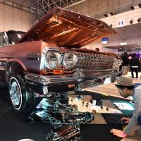 A lowrider is raised off the ground, with mirrors on the floor to show off the chrome underneath, at the Lowrider Super Show in Makuhari Messe in Chiba Prefecture earlier this month.   YOSHIAKI MIURA