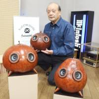 Speakers made from Tochigi gourds a hit with listeners