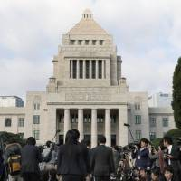 Lawmakers arrive at the Diet building in Tokyo on Nov. 1 to attend a special session held following the Oct. 22 Lower House election. | KYODO