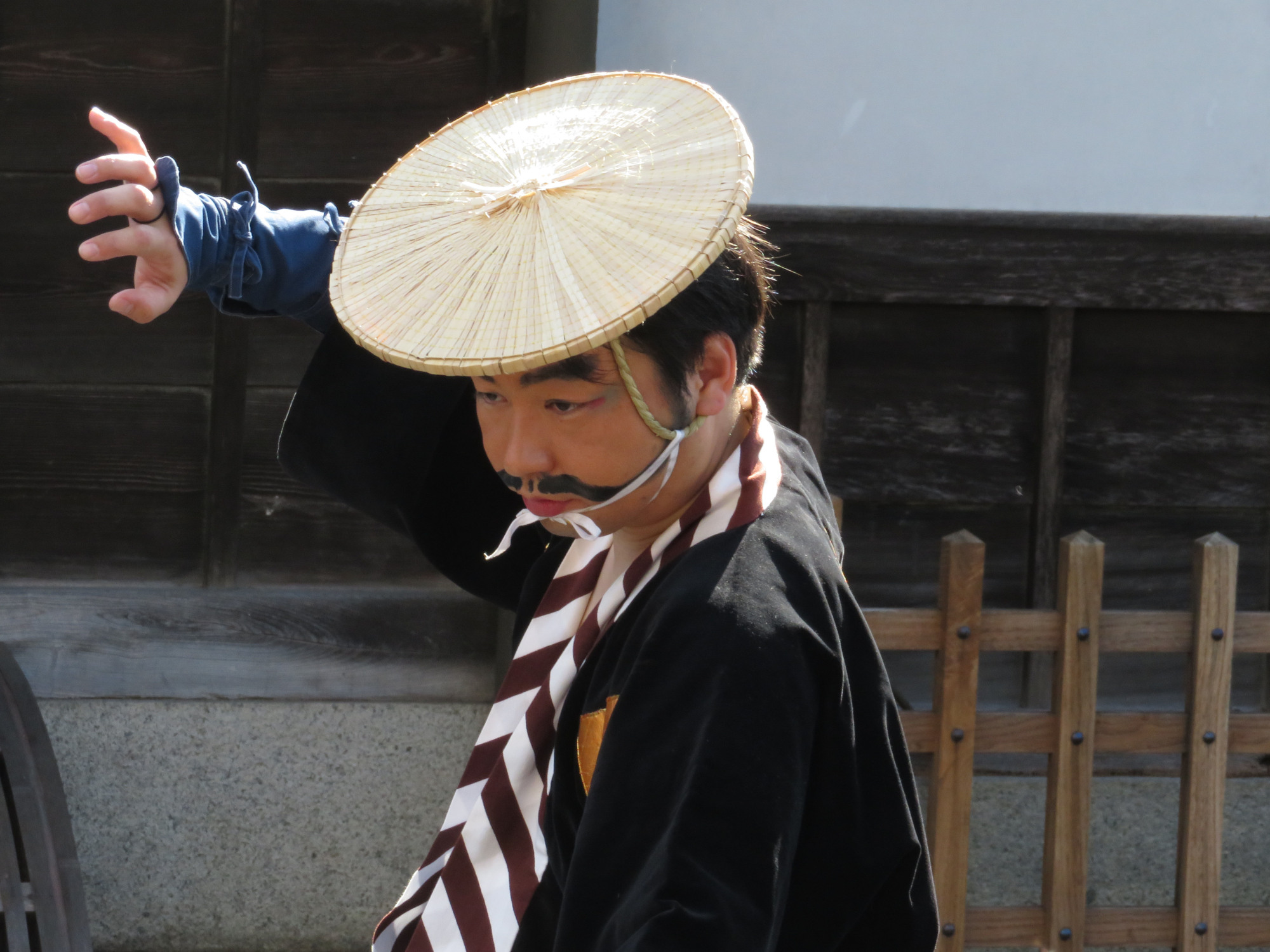 Revitalization through remembering: A modern-day Yakage resident takes part in a re-enactment of the arrival of a daimyo in his town in Okayama Prefecture during the Edo Period. | AMY CHAVEZ