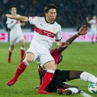 Takuma Asano opens account for Stuttgart