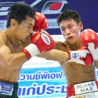 Tatsuya Fukuhara (right) punches Thai champion Wanheng Menayothin in the third round of their WBC minimumweight title fight on Saturday in Thailand. Wanheng retained his title, winning by unanimous decision. | KYODO