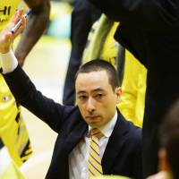 Sunrockers Shibuya coach Geoffrey Katsuhisa gained valuable experience working under former NBA bench boss  Bob Hill on the Tokyo Apache staff in 2010-11. | B. LEAGUE