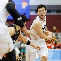 SeaHorses point guard Ryoma Hashimoto was a vital presence at both ends of the floor for his team on Friday. He dished out six assists and made five steals in Mikawa's 87-86 overtime victory over the host Osaka Evessa. | B. LEAGUE