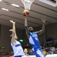 Shiga Lakestars big man D'or Fischer has been the B. League's premier shot blocker over the first 15 games of the season while also averaging 11.5 points a game. | B. LEAGUE
