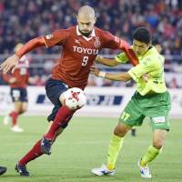 Simovic hat-trick fires Grampus into playoff final