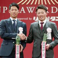 Central League Rookie of the Year Yota Kyoda (left) and his Pacific League counterpart Sosuke Genda share the stage on the Monday. | KYODO