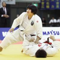 Akari Inoue (left) defeats Akira Sone by ippon in the women's over-78 kg final at the Kodokan Cup at Chiba Port Arena on Saturday. | KYODO