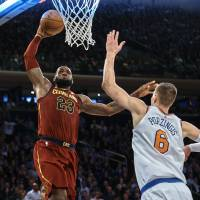 LeBron, Korver lead Cavs in rally past Knicks