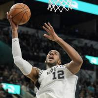 LaMarcus Aldridge lifts Spurs with 41-point night against Grizzlies