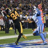 Big Ben leads Steelers in rout