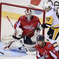 Braden Holtby hits milestone as Capitals beat Penguins