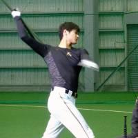 Shohei Otani takes first swings off tee since surgery