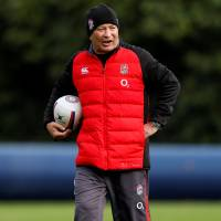 England head coach Eddie Jones issues instructions during a training session in Bagshot, England, on Thursday. | ACTION IMAGES / VIA REUTERS
