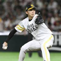 Hawks right-hander Nao Higashihama started Game 6 on the mound. | KYODO