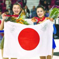 Kaori Sakamoto (left) and Satoko Miyahara show off their medals at Skate America on Sunday in Lake Placid, New York. | KYODO
