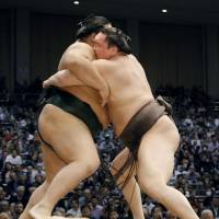 Hakuho still perfect after fourth day of tournament