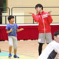 Kohei Uchimura speaks to gymnastics students at a clinic in Fukuoka Prefecture on Saturday. | KYODO