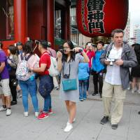 Foreign travelers flock to the Kaminarimon (Thunder Gate) in Tokyo's Asakusa district in June. Demand for use of private homes in Japan as accommodation for tourists is increasing. | KYODO