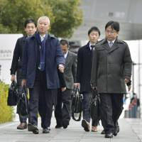 Transport ministry officials arrive at Nissan Motor Co.'s headquarters in Yokohama on Friday to perform an inspection. | KYODO