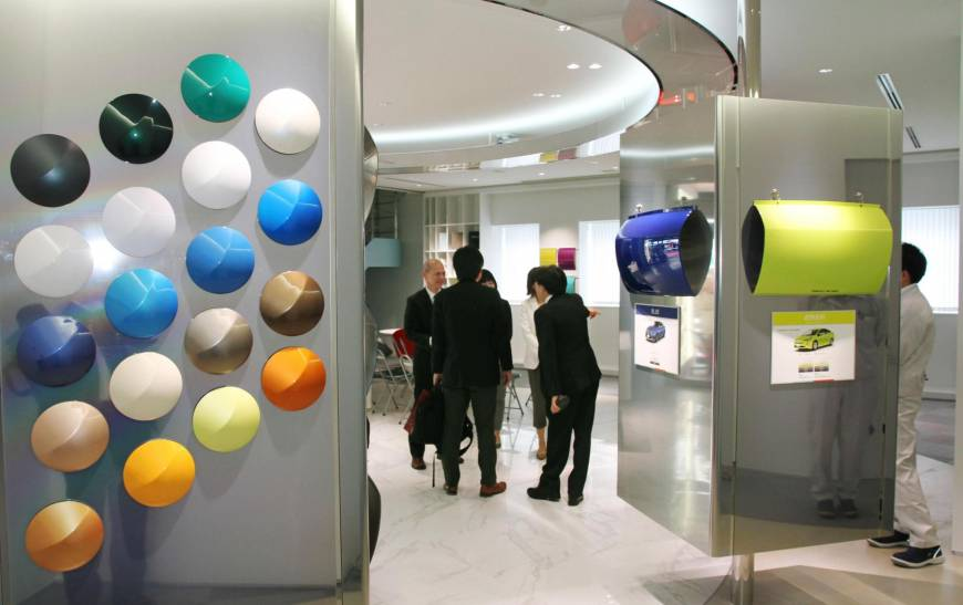 Visitors browse Nippon Paint's research and development center in Hirakata, Osaka Prefecture. The paint-maker has failed to reach an agreement to buy U.S. firm Axalta Coating Systems Ltd. | KYODO
