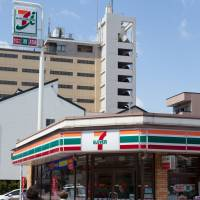 Seven-Eleven to start selling food with English labels