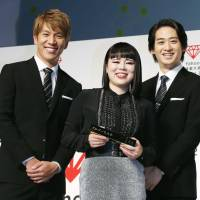 Flanked by her sidekicks, Chiemi Blouson attends a ceremony Wednesday to receive this year's Yahoo Japan Corp.'s award to honor the individual who achieved the steepest year-on-year rise in searches on its service. | KYODO