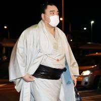 Retired yokozuna Harumafuji arrives at Tottori Airport on Saturday evening after undergoing a second round of voluntary police questioning in connection with his assault on a lower-ranking sumo wrestler in late October. | KYODO