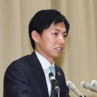 Minokamo Mayor Hiroto Fujii speaks at a news conference on Wednesday in Minokamo, Gifu Prefecture, after the Supreme Court upheld his conviction for graft. | KYODO