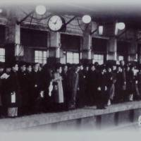 Commuters wait for a train on a platform on the Ginza Line in 1945. | TIM HORNYAK