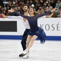 Ice dancers Gabriella Papadakis and Guilaume Cizeron of France perform their free dance routine at the Grand Prix Final on Saturday. They won the competition with 202.16 points. | AFP-JIJI